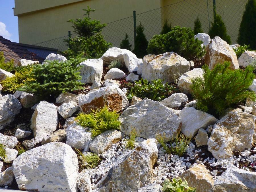 skalka v zahrade
