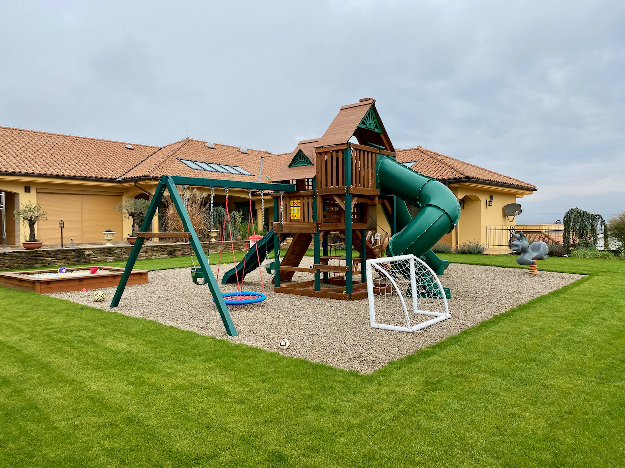 Zahrada s detskym ihriskom